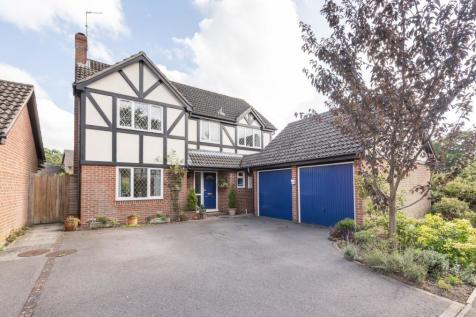 Woodland Way, Horsham, RH13. 4 bedroom detached house