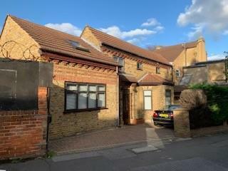 SOUTH WOODFORD, E18. 2 bedroom semi-detached house