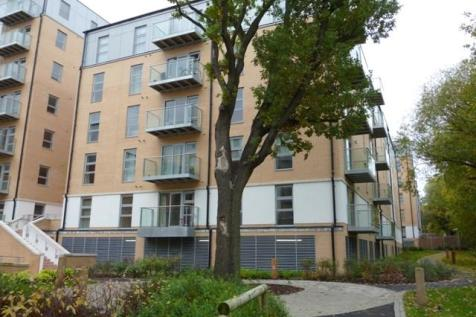 QUEEN MARY GATE, E18. 2 bedroom flat