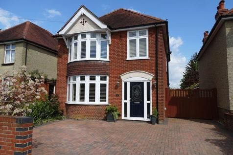 Somerset Road, Salisbury. 4 bedroom detached house