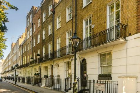 Brompton Square, Knightsbridge, London, SW3. 2 bedroom flat