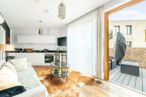Shalfleet Drive, Ladbroke Grove, London, W10. 2 bedroom flat