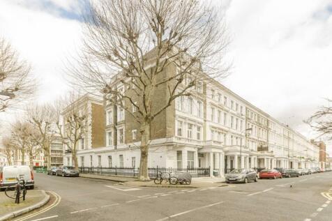 Charleville Road, Barons Court, London, W14. 3 bedroom flat