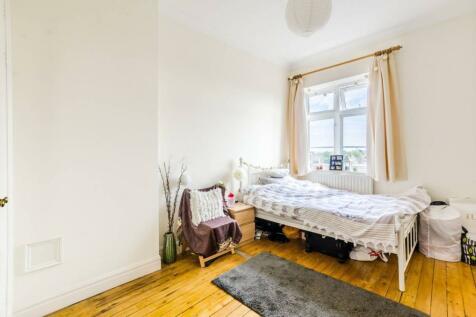 Fulham High Street, Bishop's Park, London, SW6. 2 bedroom flat