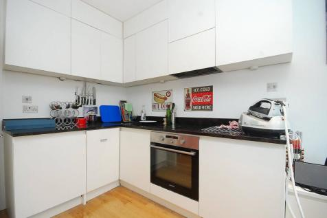 Kelvedon Road, Parsons Green, London, SW6. 2 bedroom flat