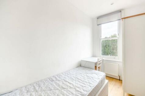 Fulham Palace Road, Fulham, London, SW6. 3 bedroom flat
