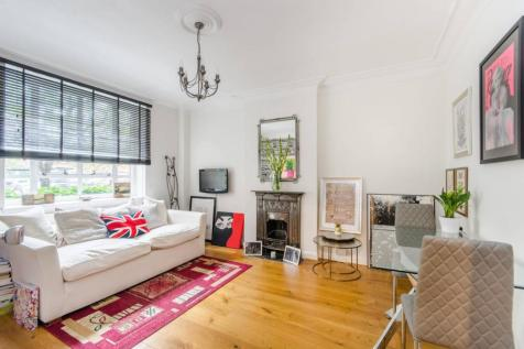 Watchfield Court, Chiswick, London, W4. 1 bedroom flat