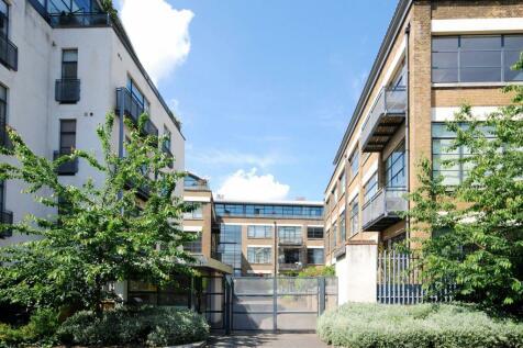Evershed Walk, Chiswick, London, W4. 2 bedroom flat