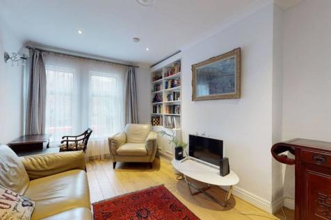 The Vale, Wendell Park, London, W3. 2 bedroom flat for sale