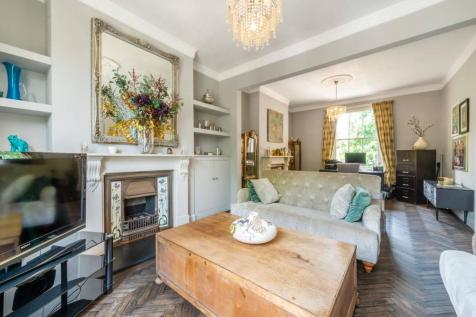 Oxford Road North, Chiswick, London, W4. 4 bedroom semi-detached house
