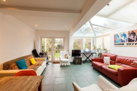 Highbury Hill, Highbury, London, N5. 3 bedroom flat for sale