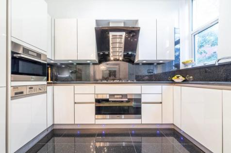 Palace Court, Hampstead, London, NW3. 4 bedroom flat for sale