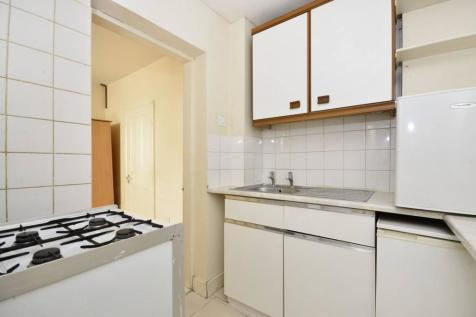 Upper Richmond Road, Putney, London, SW15. Studio flat