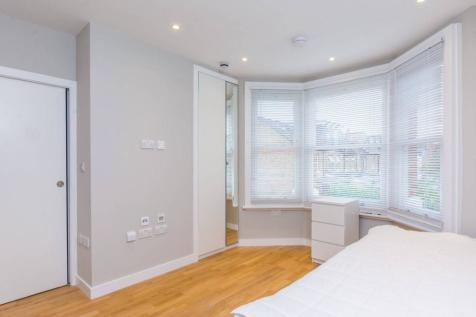 Seaford Road, Ealing, London, W13. Studio flat