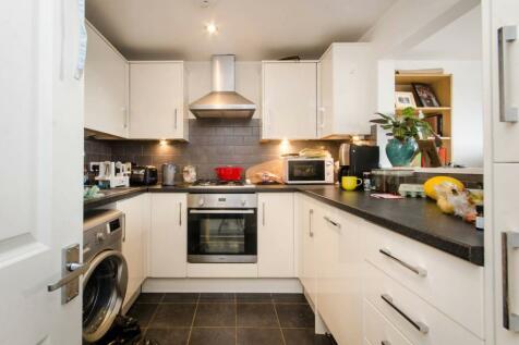 Kingston Road, Wimbledon, London, SW19. 2 bedroom maisonette for sale