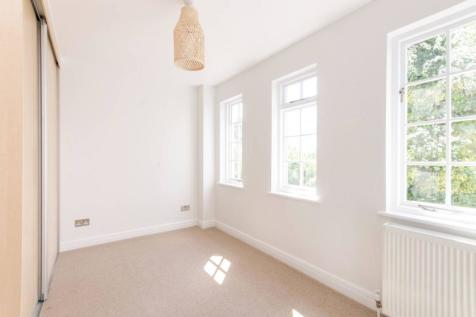 George Square, Morden Park, London, SW19. 3 bedroom house