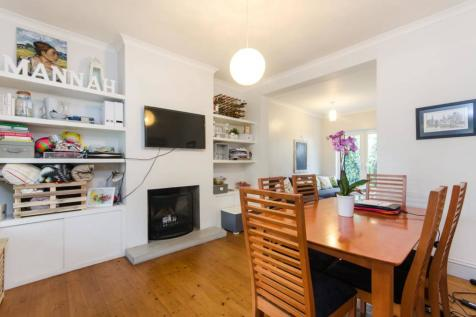 Gore Road, Raynes Park, London, SW20. 3 bedroom terraced house for sale