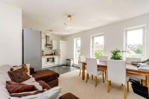 Endlesham Road, Balham, London, SW12. 2 bedroom flat