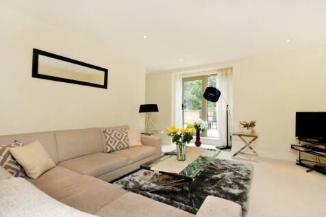 Hitherbury Close, Guildford, GU2. 2 bedroom maisonette