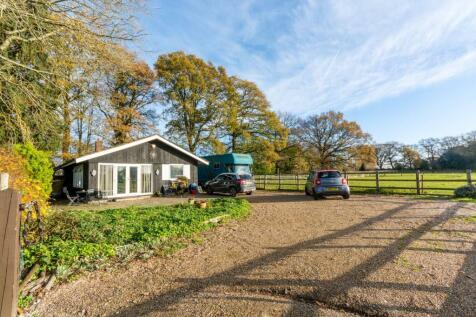Berry Lane, Worplesdon, Guildford, GU3. 2 bedroom bungalow