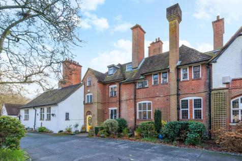 Puttenham Heath Road, Puttenham, Guildford, GU3. 6 bedroom mews house for sale