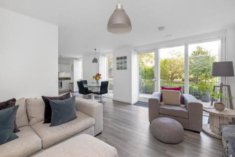 Dixie Court Catford SE6. 3 bedroom flat for sale