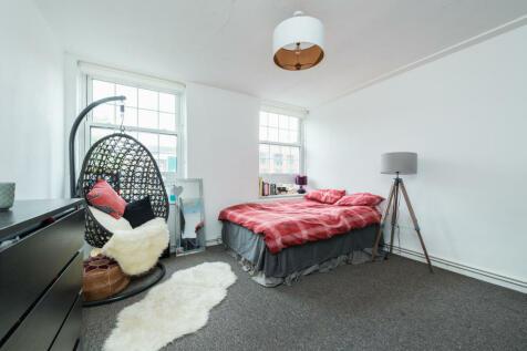 Gilbert House, Deptford, London, SE8. 4 bedroom flat