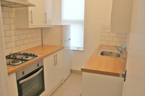 Rockmount Road, Plumstead, London, SE18. 2 bedroom flat