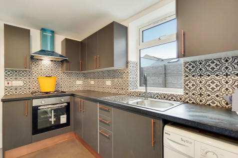 Peckham Grove, London, SE15. 3 bedroom flat