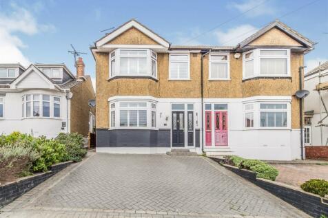Maidstone Road, Gillingham. 3 bedroom semi-detached house