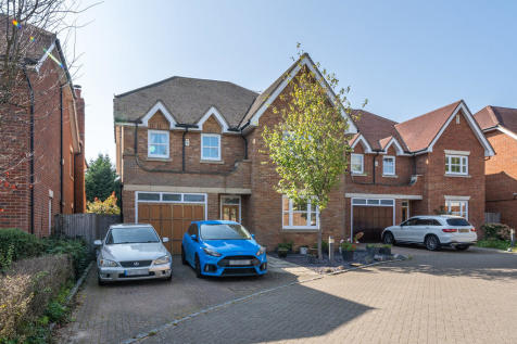 Highfield Drive, Ickenham, Uxbridge, Middlesex, UB10. 5 bedroom detached house for sale