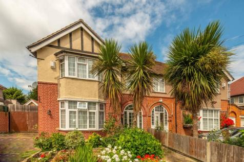 Lampton Park Road, Hounslow, Hounslow, TW3. 4 bedroom semi-detached house
