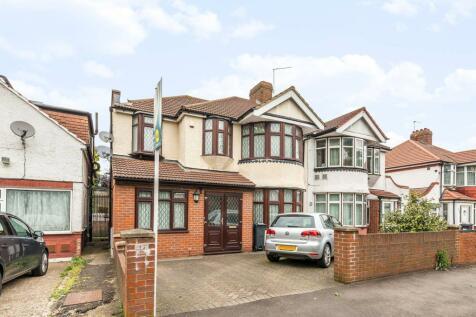 Great West Road, Heston, Hounslow, TW5. 5 bedroom semi-detached house