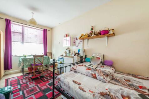 Heathside, Whitton, Hounslow, TW4. 8 bedroom semi-detached house