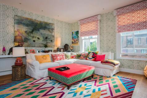 212 Kensington Park Road, London, W11. 2 bedroom apartment
