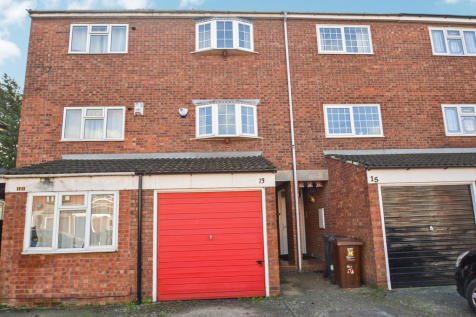 Victoria Road, RM10. 3 bedroom terraced house