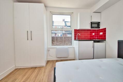 New Windsor Street, Uxbridge. Studio flat
