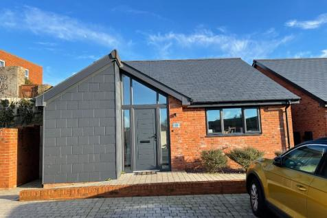 Crouch Lane, Seaford, East Sussex, BN25. 2 bedroom detached bungalow for sale