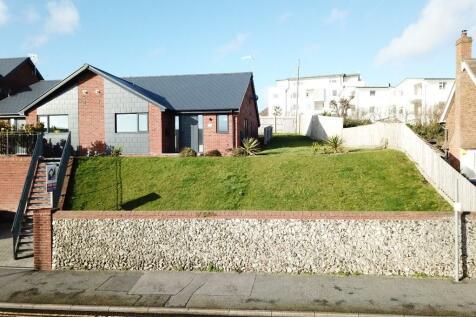 Steyne Road, Seaford, East Sussex, BN25. 2 bedroom semi-detached bungalow for sale