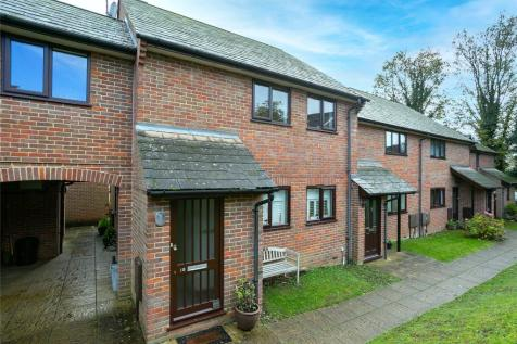 Bury Court, Bury Green, Hemel Hempstead, Hertfordshire, HP1. 2 bedroom maisonette