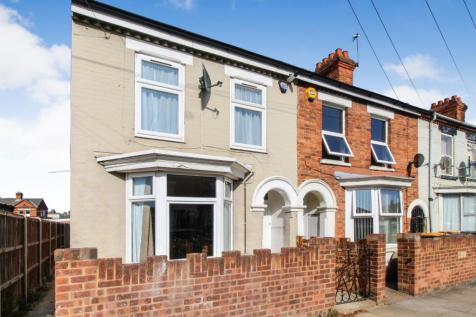 Ridgmount Street, Bedford. 4 bedroom end of terrace house