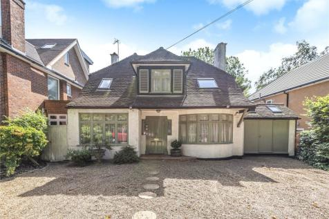 Uxbridge Road, Stanmore Borders, Middlesex, HA3. 4 bedroom detached house