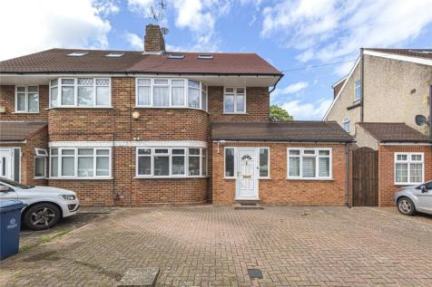 Du Cros Drive, Stanmore, Middlesex, HA7. 5 bedroom semi-detached house