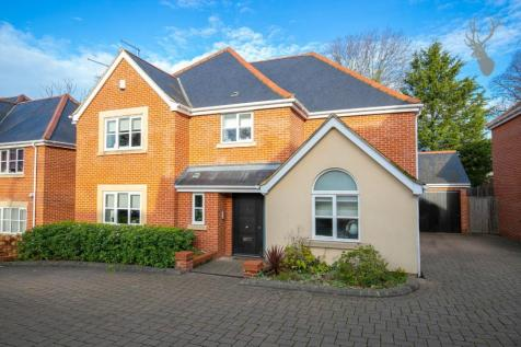 Wells Gate Close, Woodford Green, Essex. 5 bedroom detached house
