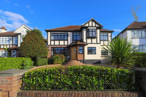 Tycehurst Hill, Loughton. 6 bedroom detached house for sale