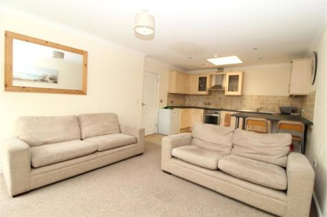 Blagrove House Apartments, 2-3 Newport Street, Old Town, Wiltshire, SN1. 2 bedroom penthouse