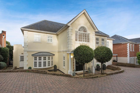 High Oakes, Loughton, IG10. 5 bedroom detached house for sale