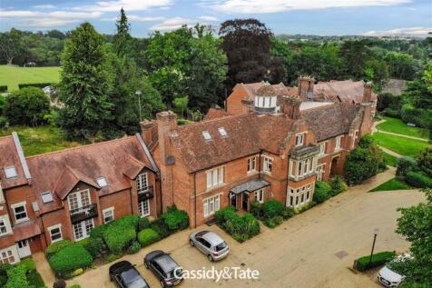 Trevelyan Place, St. Albans, Hertfordshire. 4 bedroom end of terrace house