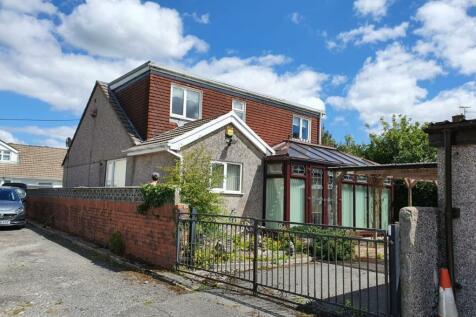 Lakeside, Little Lane, Beaufort, Ebbw Vale. 3 bedroom bungalow