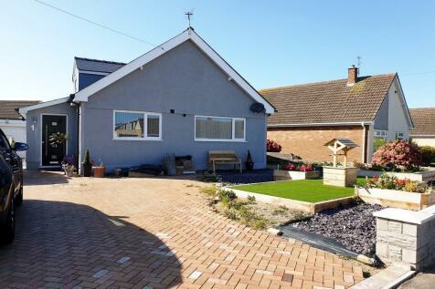 West Park Drive, Nottage, Porthcawl, CF36. 4 bedroom detached bungalow